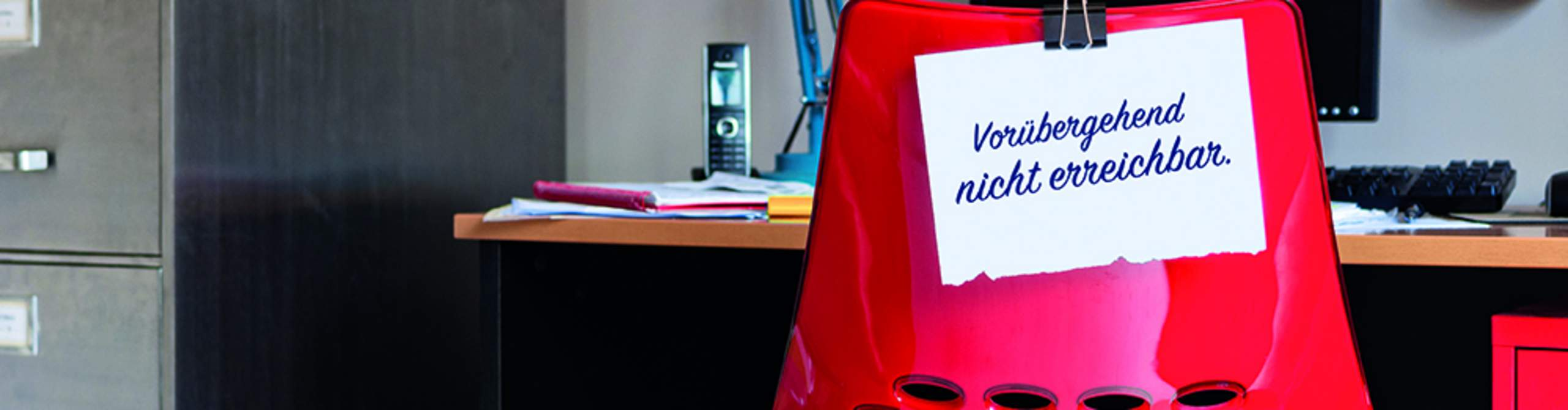 Ein verweister Bürostuhl mit dem Hinweis vorrübergehend nicht erreichbar.